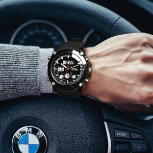 Orologio da polso in macchina