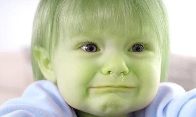 Bambino con il muco al naso