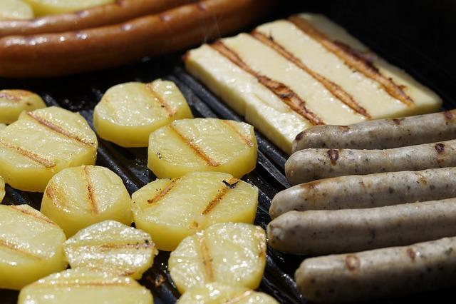 Patate e salsiccia alla griglia