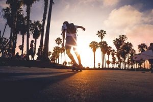 Skateboard al tramonto